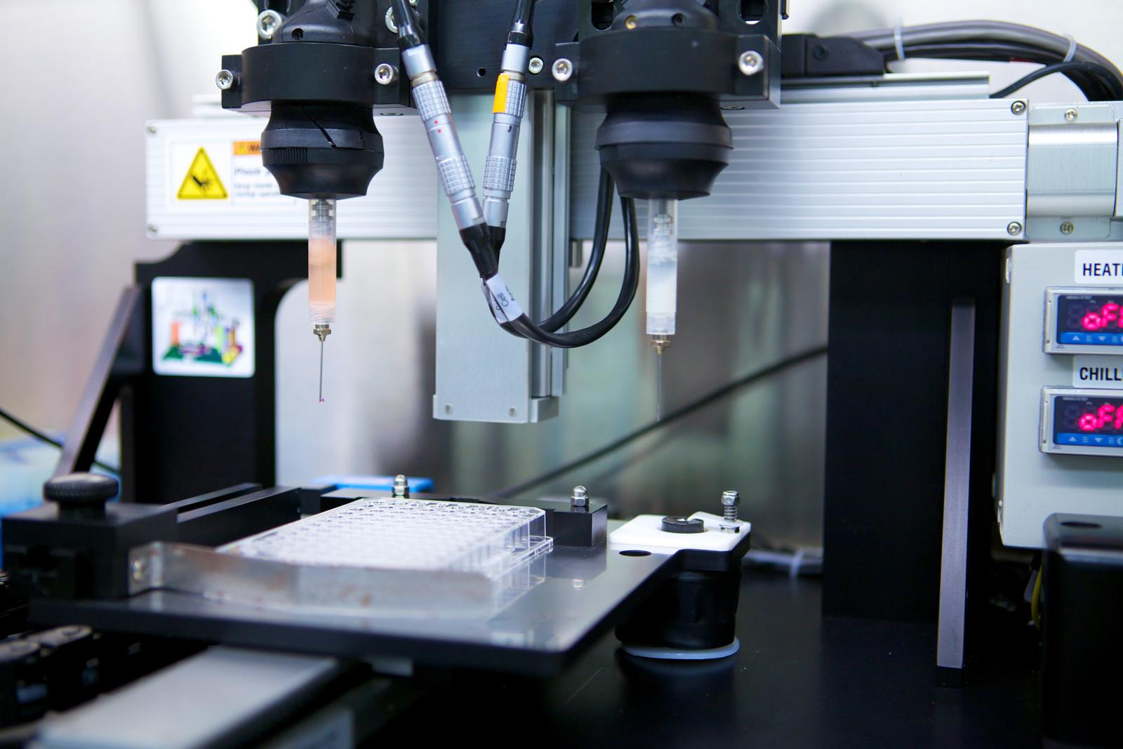 Oggi il bioprinting o biostampa 3D sta facendo grandi passi in avanti e si propone per essere una delle rivoluzioni più importanti del panorama medico globale